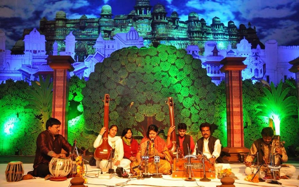 Artists performing carnatic song in Chennai Margazhi Dance and Music Festival