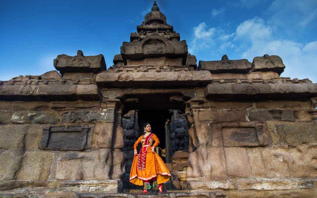 A lady dancer posing in Mahabalipuram Shore Temple