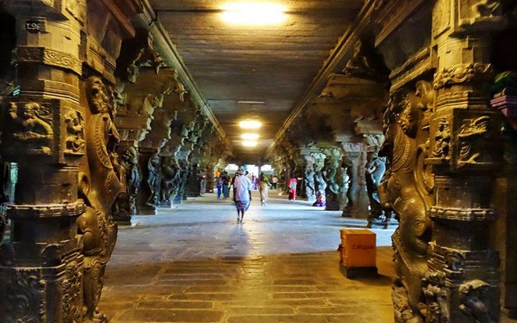 Corridor of the Kanthimathi Nellaiappar temple in Tirunelveli