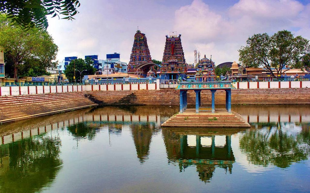 A beautiful view of Vadapalani Andavar Temple in Chennai with its temple pond.