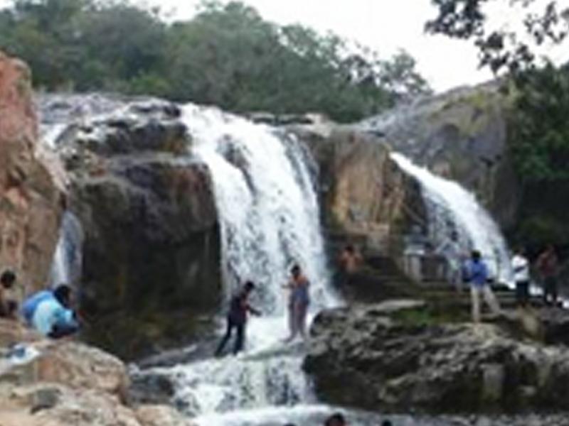 Dumukurallu Water Falls